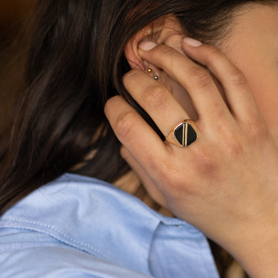 Sue | 9K Onyx Signet Ring